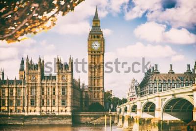 Carta da parati Città di Londra nel fogliame di caduta - fondo dell'icona di viaggio della destinazione di Autum Europa.