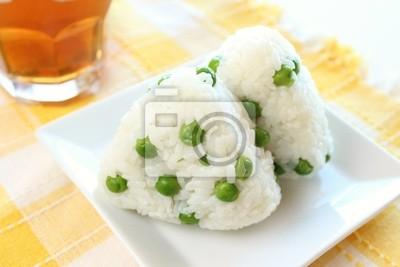 Cucina giapponese palla di riso onigiri con green-piselli carta da ...