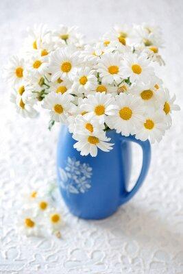 Fiori Di Ceramica.Carta Da Parati Deliziosi Fiori Di Margherita In Un Vaso Di Ceramica Blu