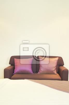 Divano con cuscino in camera da letto carta da parati • carte da ...