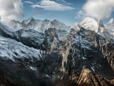Carta da parati Dombai. Scenario di Montagne Rocciose nella regione del Caucaso in Russia