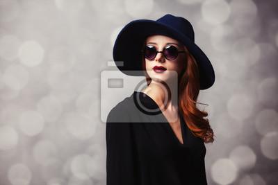 9f8b607924 Carta da parati: Donne rosse di stile con occhiali da sole.