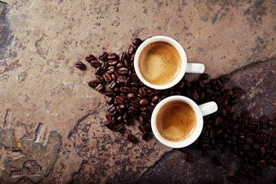 Carta da parati Due tazze di caffè con chicchi di caffè su uno sfondo di pietra