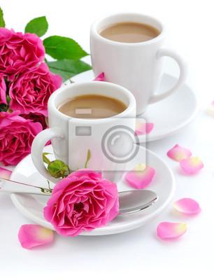 Due Tazze Di Caffè E Rose Rosa Su Sfondo Bianco Carta Da Parati