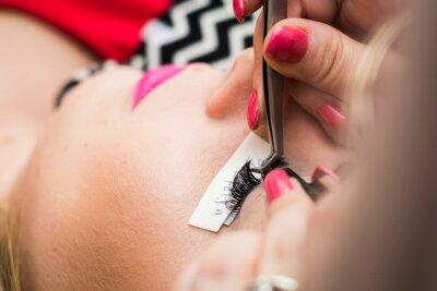 Carta da parati eyelash extension in a beauty salon