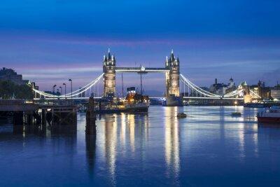 Carta da parati Famosa Tower Bridge di notte, London, England, Regno Unito