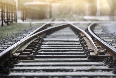 Carta da parati Ferrovia traccia nel sole della sera con una sosta