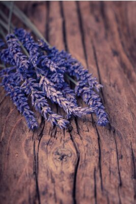Carta da parati Fiori di lavanda su legno
