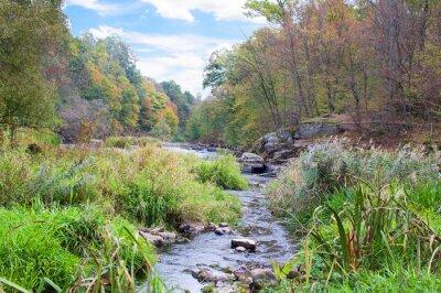 Carta da parati fiume di montagna in autunno