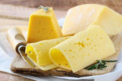 Carta da parati formaggi diversi tipi di formaggio per un antipasto