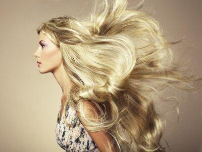 Carta da parati Foto di bella donna con magnifici capelli