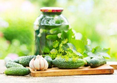 Carta da parati fresh and pickled cucumbers