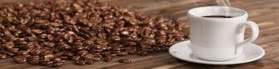 Carta da parati Frische Tasse Kaffee mit vielen Kaffeebohnen