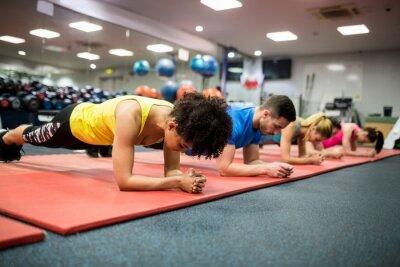 Carta da parati gente adatta a lavorare in classe di fitness