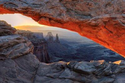 Carta da parati Giallo sunrise in rosso Mesa Arch a Canyonlands National Park, Utah, Stati Uniti d'America