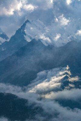 Carta da parati giorno nuvoloso in montagna