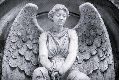 Carta da parati girato in bianco e nero di un angelo.
