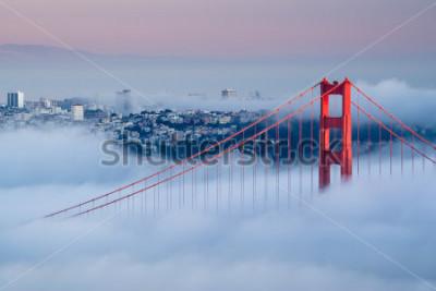 Carta da parati Golden Gate all'alba circondato dalla nebbia