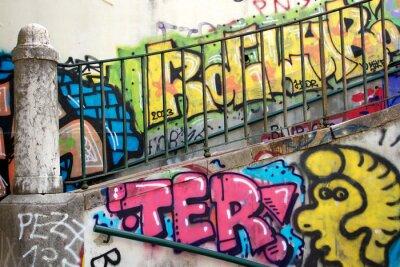 Carta da parati graffiti colorati su un muro