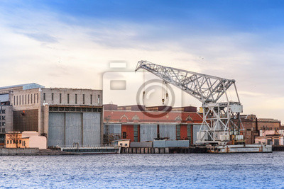 Carta da parati Grande gru galleggiante industriale sul fiume Neva, San Pietroburgo