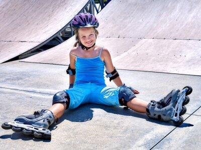 Carta da parati Guida della ragazza su pattini a rotelle.