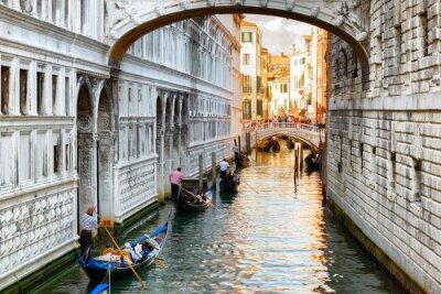 Carta da parati I turisti in gondole navigano sotto il Ponte dei Sospiri a Venezia