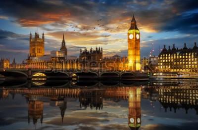 Carta da parati Il Palazzo di Westminster e il Big Ben Clocktower sul Tamigi a Londra, Regno Unito, subito dopo il tramonto