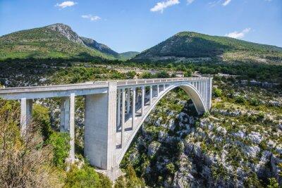 Carta da parati Il Pont de Chaulière da cui disposte saltare