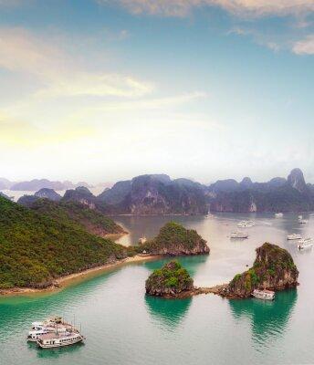 Carta da parati Incredibile destinazione di viaggio in Asia - Halong Bay mare esotico e le isole a nord del Vietnam