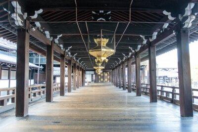 Carta da parati Interno del tempio di legno scintoista Nishi Hongan-ji a Kyoto - Honshu - Giappone - Asia