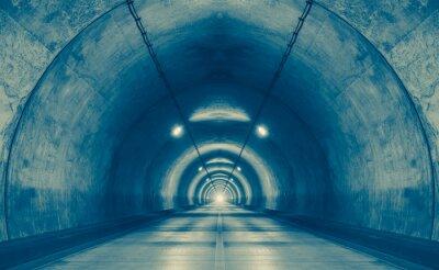 Carta da parati Interno di un tunnel urbano in montagna senza traffico ..