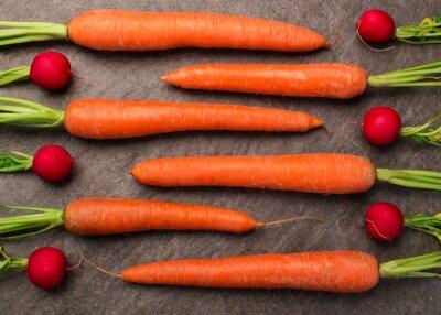Carta da parati Karotten und auf einer Radieschen Granitplatte arrangiert, Draufsicht