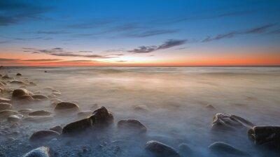 Carta da parati La spiaggia di ciottoli in Rozewie al crepuscolo