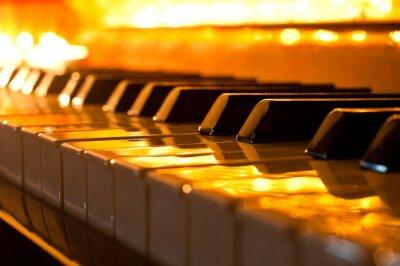 Carta da parati La tastiera del pianoforte nella luce dorata