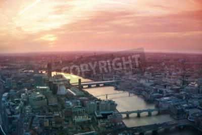 Carta da parati LONDON, UK - 15 apr 2015: City of London vista lavorativo e finanziario aria