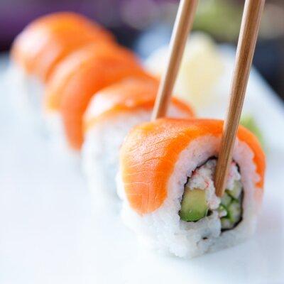 Carta da parati mangiare sushi con chopstricks