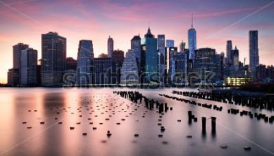 Carta da parati Manhattan skyilne, New York City at sunset.