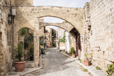 Carta da parati Medieval arched street in the old town of Rhodes, Greece