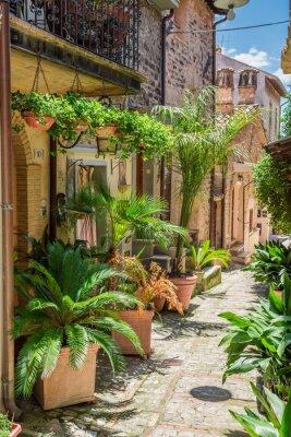 Carta da parati Meraviglioso strada decorata in piccola città in Italia, Umbria