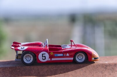 Carta da parati Modello di una vecchia macchina da corsa sotto il sole