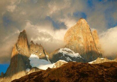 Carta da parati montagna Fitz Roy in luci dell'alba. Nazionale Los Glaciares Par