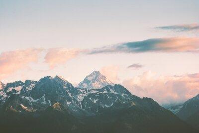 Carta da parati Montagne del tramonto cime e nuvole Paesaggio Estate Viaggi natura selvaggia vista panoramica aerea.