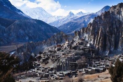 Carta da parati montagne dell'Himalaya in Nepal, vista del piccolo Braga villaggio sul circuito di Annapurna