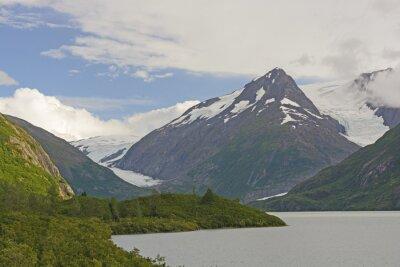 Carta da parati Montagne e ghiacciai in una valle remota