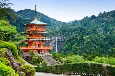 Carta da parati Nachi, Japan at the pagoda of Seigantoji and Nachi no Taki waterfall.