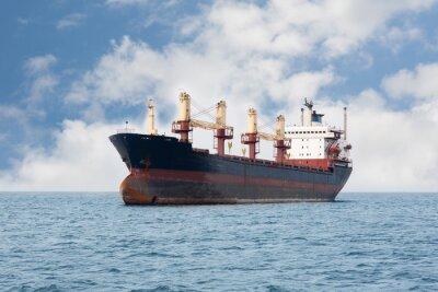 Carta da parati nave da carico secco galleggia sul mare
