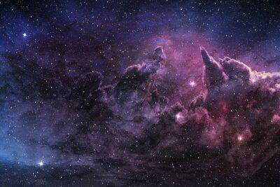 Carta da parati nebulosa viola e polvere cosmica nel campo stellare