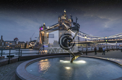 Carta da parati Night view of Tower bridge