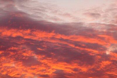 Carta da parati nubi calde colorate sul cielo al tramonto