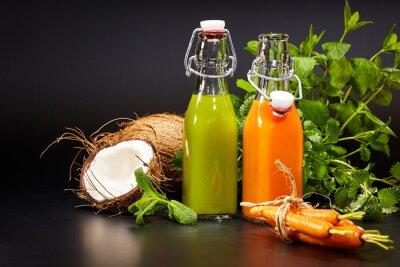 Carta da parati Occhiali con verdure fresche e succhi di frutta biologici o isolata
